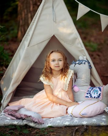 tipi gardern grey and pink